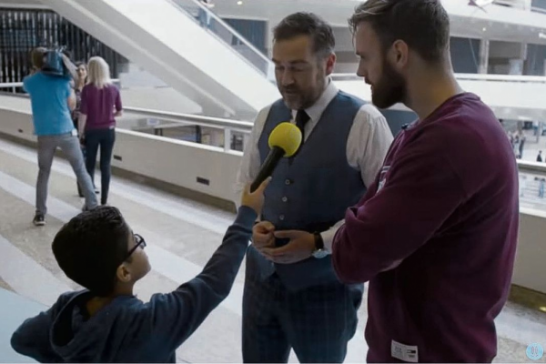 Discussie over het kinderpardon laait terug op in Nederland